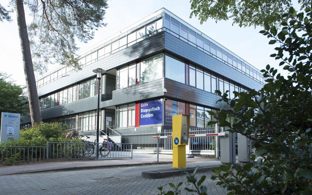 Foto: Gelre Diagnostisch Centrum, ingang bij Waltersingel (naast Veluwscollege Walterbosch) Bron: Medische Fotografie Gelre ziekenhuizen