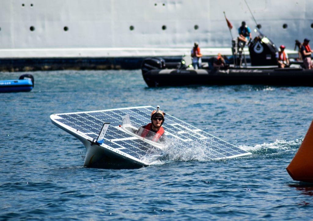 Student Olmar uit Apeldoorn werkt met het TU Delft Solar Boat Team aan de eerste Nederlandse zonneboot voor op open zee