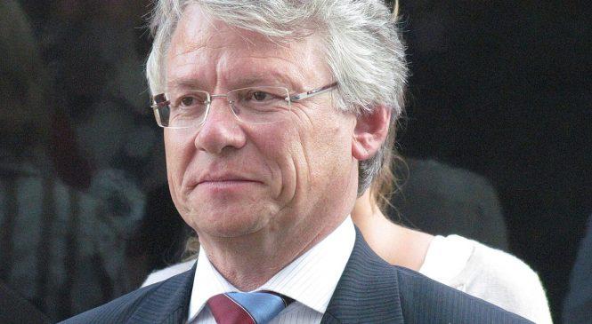 Burgemeester John Berends  ereburger van Apeldoorn