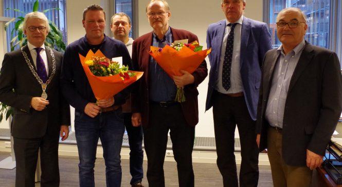 Oorlogsgravenstichting bedankt Consul van de gemeente Apeldoorn met zilveren erespeld