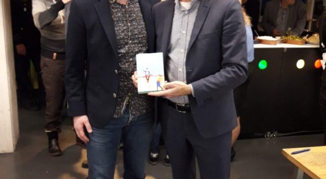 Bas Schepers reikt eerste boek, bijzonder gewoon, uit