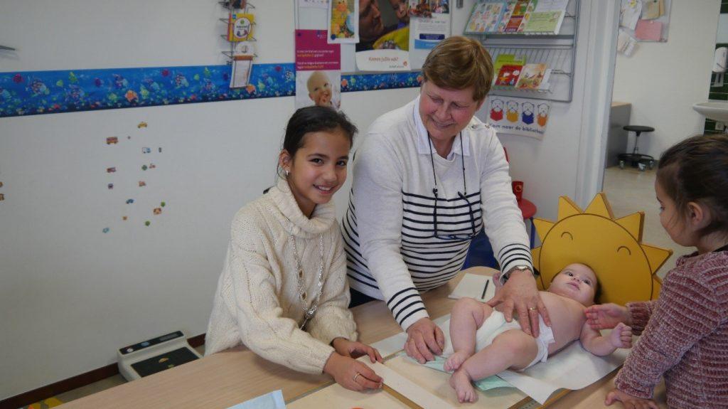 Apeldoornse Kinderburgemeester Sibel Ozcan bezoekt CJG (Centrum voor Jeugd en Gezin)