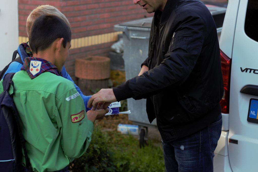 Scouts verkopen pepermunt voor nieuwe potten en pannen