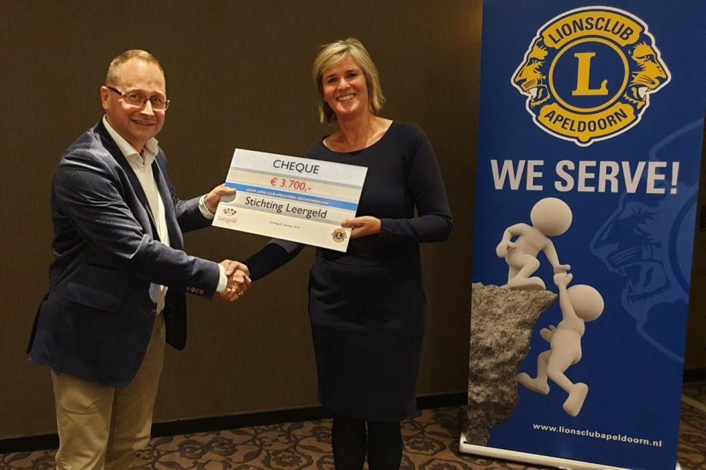 Stichting Leergeld ontvangt cheque van EUR 3.700,- van Lions