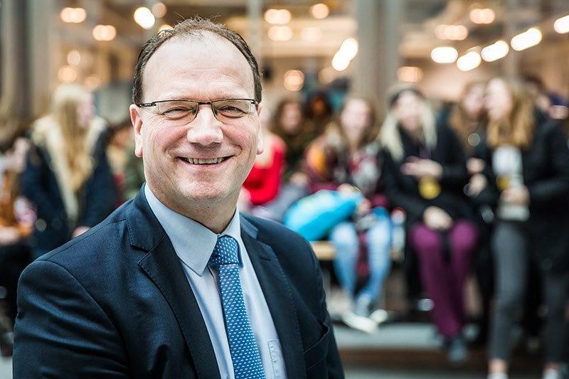 Ton Heerts wordt benoemd als burgemeester Apeldoorn