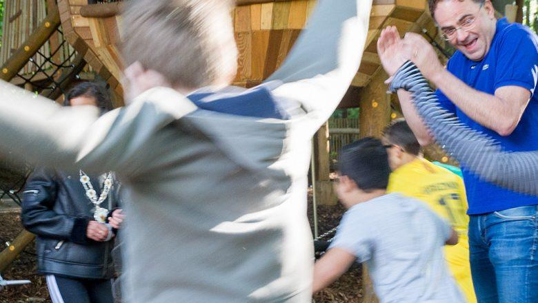 Apenheul opent nieuwe speeltuin met gorillahoofd van zes meter!
