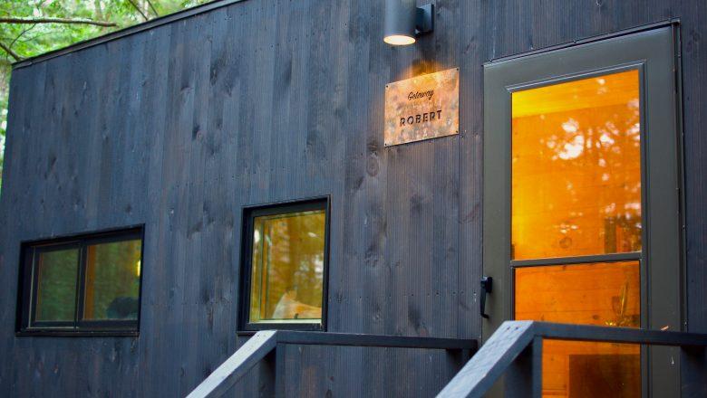 Eerste tiny house Zuidbroek staat op z'n plek