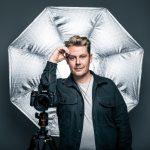 Campagne #wijzijnapeldoorn uitgebreid met selectie portretten van stadsfotograaf Sven Scholten op de gevel van CODA