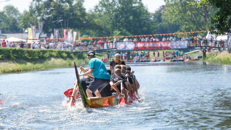 De draken ontwaken in het najaar. Drakenbootfestival in september 2021
