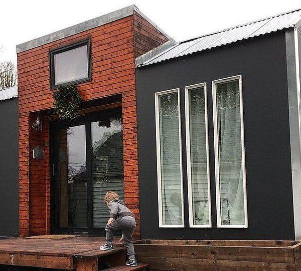 Laatste tiny house op z'n plek in Zuidbroek