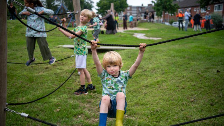 Speeltuin Staatsliedenkwartier geopend: speelplezier in een natuurrijke omgeving